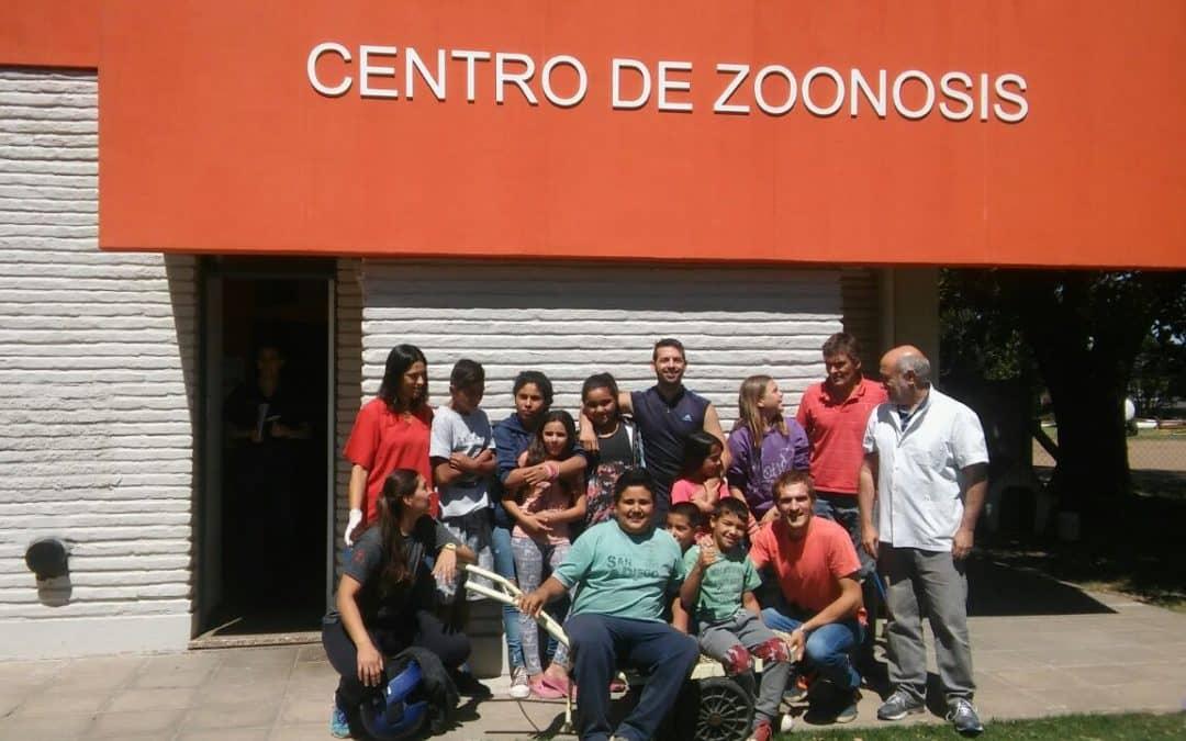 Visita de un grupo de chicos al Centro de Zoonosis
