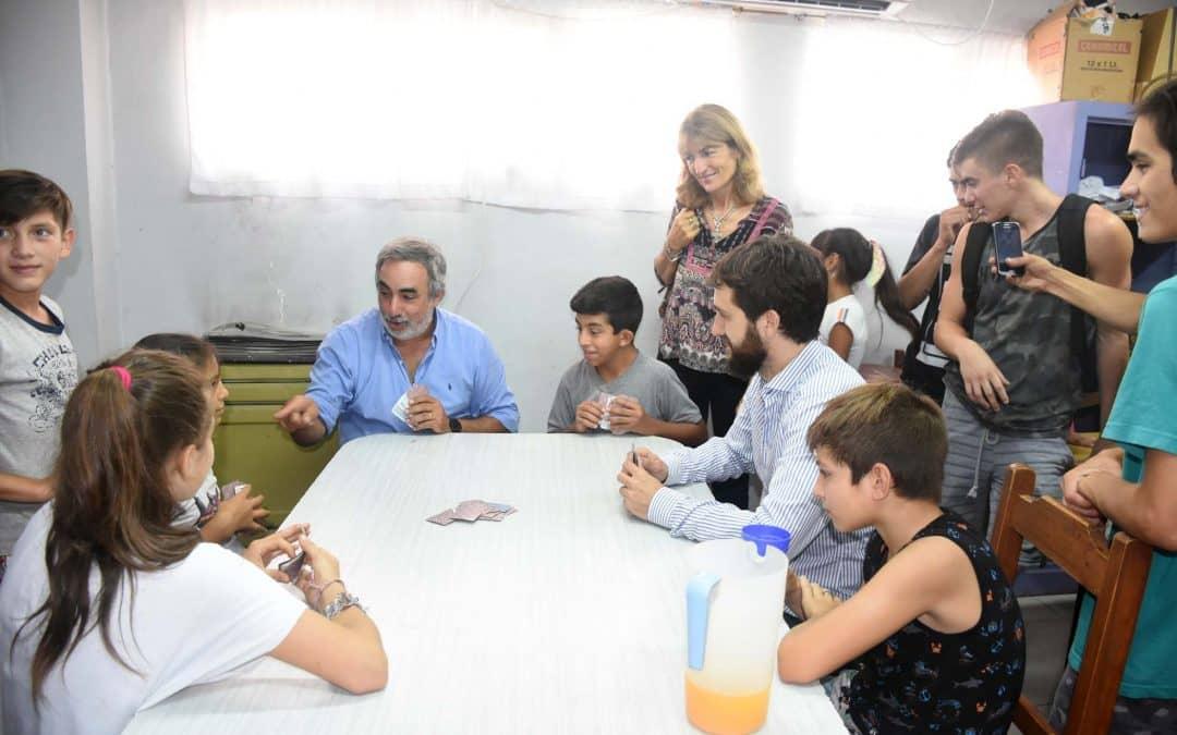 EL SENADOR LEANDRO BLANCO ENTREGÓ UN EQUIPO DE AUDIO E INSTRUMENTOS AL ENVIÓN