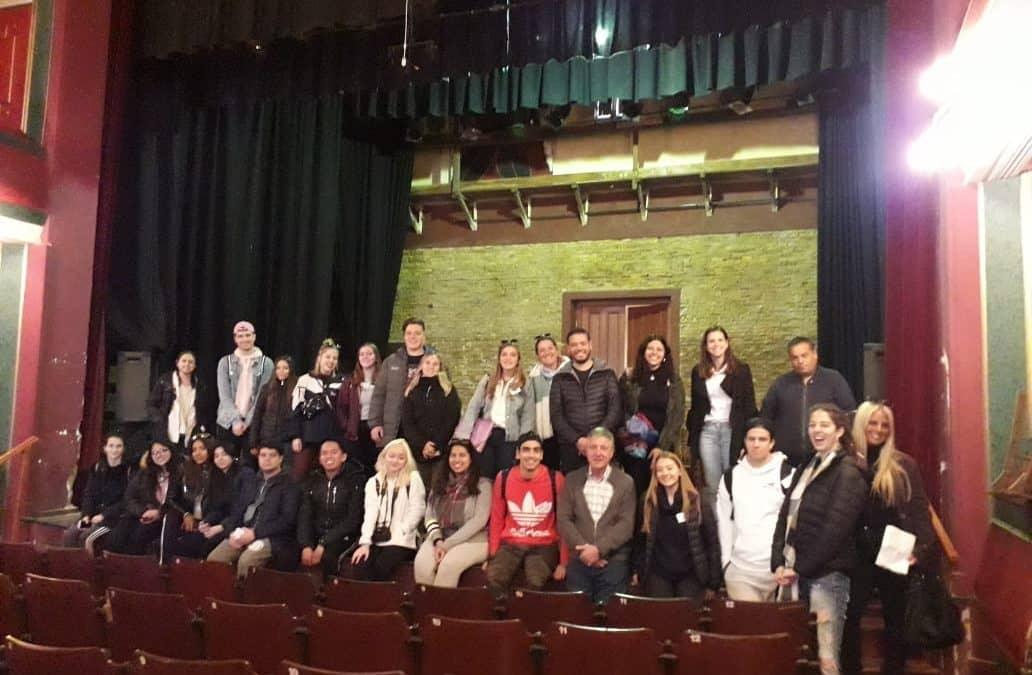 DOCENTES Y ALUMNOS DE LA UNIVERSIDAD ARGENTINA DE LA EMPRESA REALIZARON UNA VISITA GUIADA POR LA CIUDAD