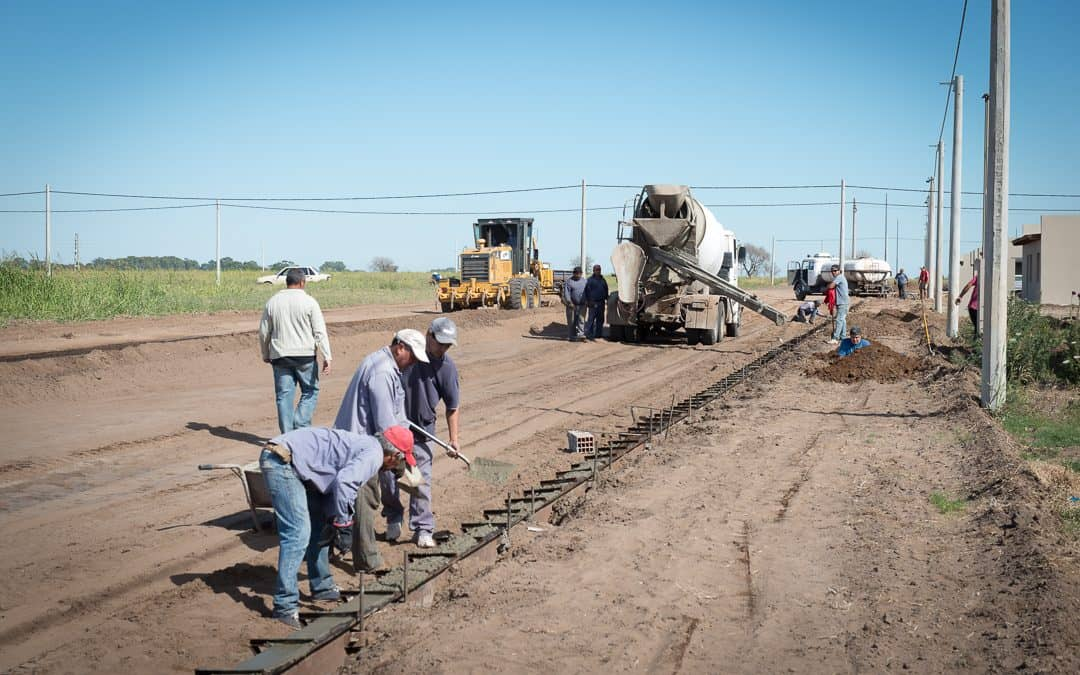 Más trabajos de cordón cuneta en la Ampliación Urbana