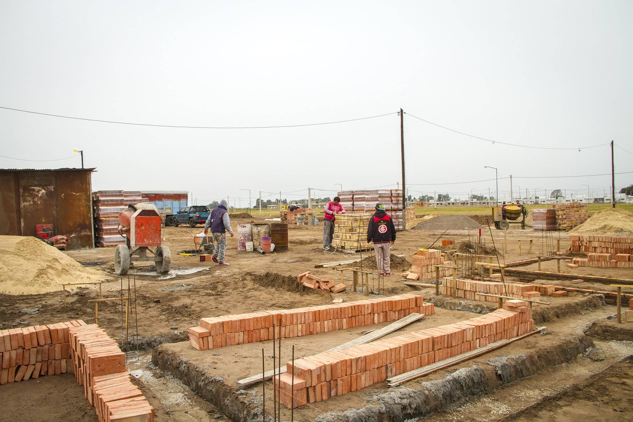 Avanza la construcci n de 11 viviendas para vecinos ex for Procrear construccion