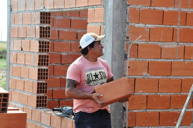 Continúa la construcción de 127 viviendas en el distrito